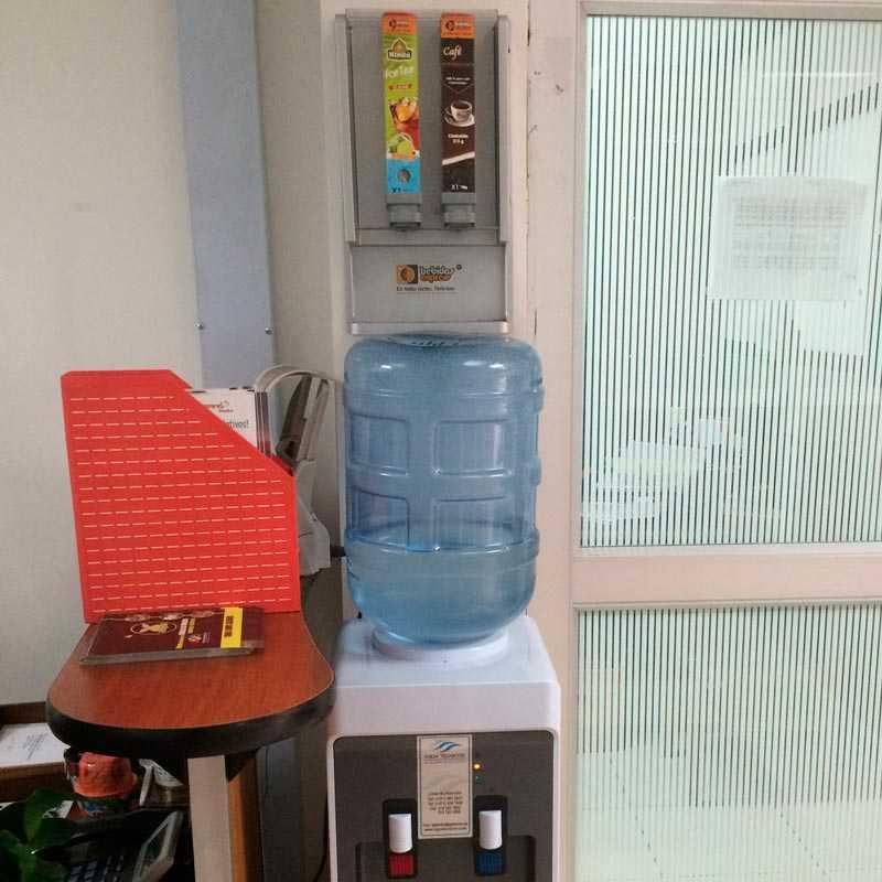 Preparar Café instantáneo en la oficina